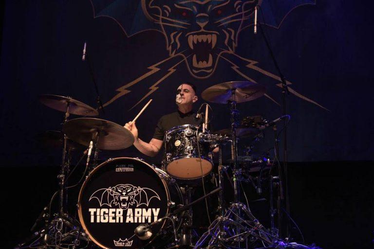 Tiger Army en México llenaron de rockabilly El Plaza