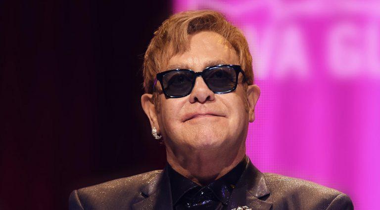 Elton John rodará por el mundo una última vez