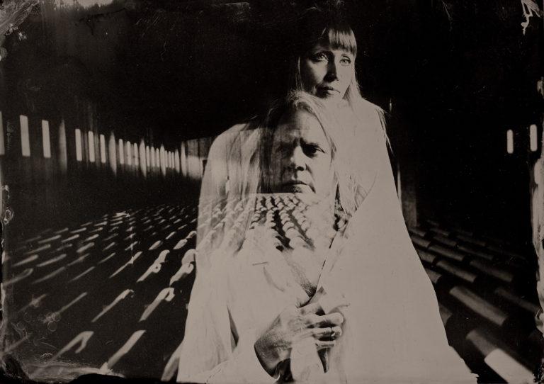 Una artística reflexión sobre la vida y la muerte en el nuevo video de Society of the Silver Cros